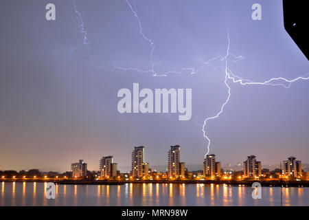 London, UK, 27th May 2018 Night time lightning storm seen over the River Thames in London on a Bank Holiday weekend with a bolt of lightning striking the ground near a block of flats –. Credit: A Christy/Alamy Live News. - Stock Photo
