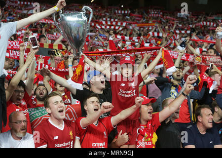 Kiev. 26th May, 2018. Fans of Liverpool cheer during the UEFA Champions League final match between Liverpool and Real Madrid in Kiev, Ukraine on May 26, 2018. Real Madrid claimed the title with 3-1. Credit: Sergey/Xinhua/Alamy Live News - Stock Photo