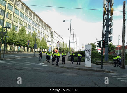 May 27, 2018 - Turin, Italy-May 27, 2018: Operation of defusing the Italian Army of a World War II bomb found in the Lingotto area in Turin Credit: Stefano Guidi/ZUMA Wire/Alamy Live News - Stock Photo