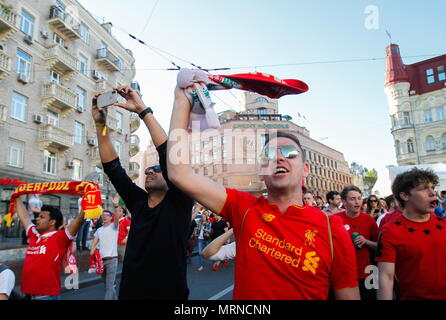 Kiev, Ukraine. 26th May, 2018. KIEV, UKRAINE - MAY 26, 2018: Liverpool FC fans cheering in the street ahead of their team's 2017/18 UEFA Champions League final match against Real Madrid in Kiev. Pyotr Sivkov/TASS Credit: ITAR-TASS News Agency/Alamy Live News - Stock Photo