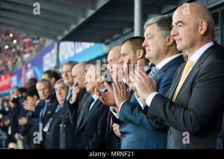 Kiev, Ukraine. 26th May, 2018. KIEV, UKRAINE - MAY 27, 2018: FIFA President Gianni Infantino and Ukraine's President Petro Poroshenko (R-L) during the 2017/18 UEFA Champions League final match between Real Madrid and Liverpool at Olimpiyskiy National Sports Complex. Mikhail Palinchak/Press Office of the President of Ukraine/TASS Credit: ITAR-TASS News Agency/Alamy Live News - Stock Photo