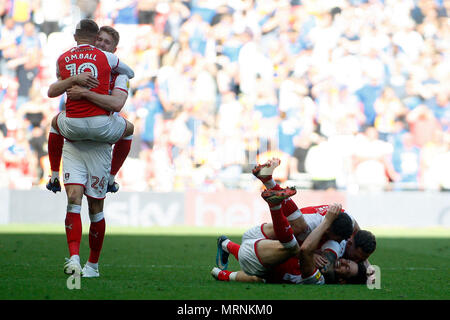 London, UK. 27th May, 2018. Rotherham players celebrate at the final whistle. EFL Skybet football league one play off final , Rotherham United v Shrewsbury Town at Wembley Stadium in London on Sunday 27th May 2018.  this image may only be used for Editorial purposes. Editorial use only, license required for commercial use. No use in betting, games or a single club/league/player publications. pic by Steffan Bowen/ Andrew Orchard sports photography/Alamy Live news Credit: Andrew Orchard sports photography/Alamy Live News - Stock Photo