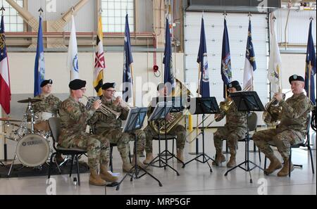 """U.S. Army Alaska's 9th Army Band performs """"The Army Song"""" in honor of Incoming U.S. Army Alaska Aviation Task Force Commander Col. Glen Heape June 29 at Fort Wainwright, Alaska. (Photo by Mary M. Rall/U.S. Army Alaska Public Affairs) - Stock Photo"""
