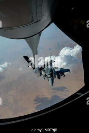 A French air force Rafale receives fuel from a U.S. KC-135 Stratotanker in support of Operation Inherent Resolve, July 1, 2017. The Rafale is a twin-engine fighter intended to perform air supremacy, interdiction, aerial reconnaissance, ground support, in-depth strike and anti-ship strike missions. (U.S. Air Force photo by Staff Sgt. Michael Battles) - Stock Photo