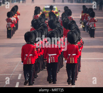 The Mall, London, UK. 26 May 2018. Major General's Review is held, the first rehearsal for the Queen's Birthday Parade or Trooping the Colour. - Stock Photo