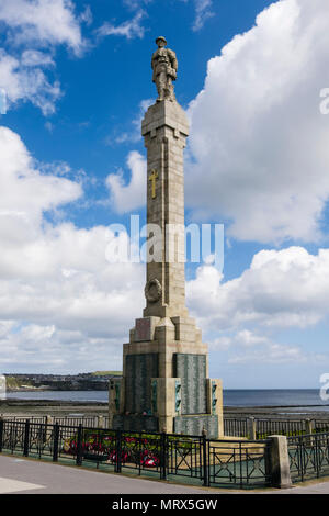 Soldier figure on War memorial monument column on the seafront. Harris Promenade, Douglas, Isle of Man, British Isles - Stock Photo