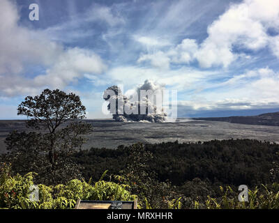 An ash plumes rises from the Halemaumau crater at the summit of the Kilauea volcano May 25, 2018 in Pahoa, Hawaii. - Stock Photo