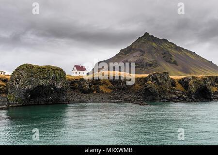 Arnarstapi, Snaefellsnes Peninsula, Western Iceland, Iceland. Lonely house on the coast - Stock Photo