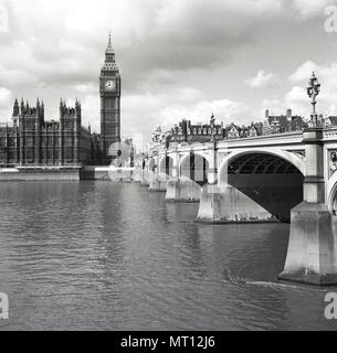 1950s, historical, view from the south across the River Thames showing Westminster Bridge and the Houses of Parliament, the seat of the UK government. - Stock Photo