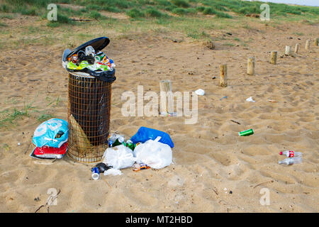 Filthy Beach, Southport, Merseyside. 28th May 2018. Bank Holiday revellers leave Southport's beaches strewn with rubbish, discarded barbecues and empty beer cans.  Beauty spots were covered in litter and bags of rubbish were piled-up next to overflowing bins.  Many simply left their rubbish behind after having barbecues and drinks in the great outdoors - forcing local clean up squads to leap into action today. While some attempted to clear up by placing their litter near a bin, the nature spots were still blighted by mountains of festering rubbish.  Credit: Cernan Elias/Alamy Live News - Stock Photo