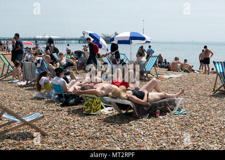 Brighton, UK. 28th May, 2018. UK Weather: Brighton Beach May Bank Holiday Monday as crowds flock to seek the sun on the predicted hottest day of the year so far. Brighton, East Sussex, UK. 28th May 2018 Credit: David Smith/Alamy Live News - Stock Photo