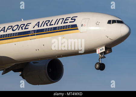 Singapore Airlines Boeing 777-300 (777-312/ER) airliner 9V-SWR on approach to land at Melbourne International - Stock Photo