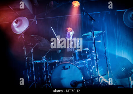 Norway, Oslo - April 14, 2018. The Norwegian psychedelic rock band Motorpsycho performs a live concert at Røverstaden in Oslo. Here drummer Tomas Järmyr is seen live on stage. (Photo credit: Gonzales Photo - Terje Dokken). - Stock Photo