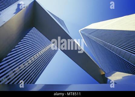 1988 HISTORICAL SCULPTURE TWIN TOWERS (©MINORU YAMASAKI 1973) DOWNTOWN MANHATTAN NEW YORK CITY USA - Stock Photo