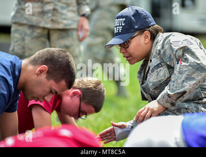 U.S. Air Force Reserve Tech. Sgt. Kristen Howard, a member of the 910th Medical Squadron, supervises Junior Reserve Officer Training Corps (JROTC) cadets doing physical training during an encampment here, June 21, 2017. The encampment, facilitated by 910th Airlift Wing Airmen, provided a five-day experience teaching military skills and replicating aspects of Basic Military Training. JROTC is a program sponsored by the Armed Forces for high school students across the country. (U.S. Air Force photo/Eric White) - Stock Photo