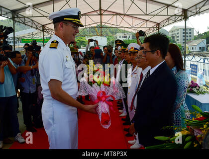 180517-N-QV906-063 NHA TRANG, Vietnam (May 17, 2018) Capt. David Bretz, mission commander for Pacific Partnership 2018 (PP18), receives flowers during the opening ceremony for PP18. PP18's mission is to work collectively with host and partner nations to enhance regional interoperability and disaster response capabilities, increase stability and security in the region, and foster new and enduring friendships across the Indo-Pacific Region. Pacific Partnership, now in its 13th iteration, is the largest annual multinational humanitarian assistance and disaster relief preparedness mission conducte - Stock Photo