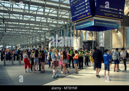 Glasgow, Scotland, UK 28th May 2018.UK Weather: Sunny Summer weather cooks the city and scotrail trains have restrictions on alcohol at central station and all points yo Troon as youngsters affect travel for tourists and locals in the sun. Credit: gerard ferry/Alamy Live News - Stock Photo