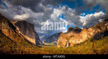 Yosmite National Park's iconic Tunnel View in the evening - Stock Photo