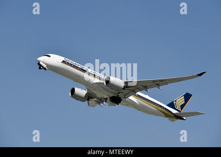 Singapore Airlines, Airbus, A350-900, taking off in front of a blue sky, Munich Airport, Upper Bavaria, Bavaria, Germany - Stock Photo