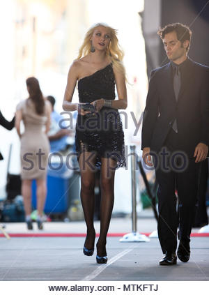 taylor momsen and penn badgley gossip girl film set in