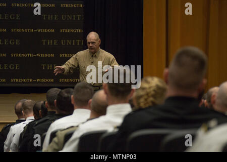 Commandant of the Marine Corps Gen. Robert B. Neller speaks to students at the U.S. Army War College (AWC), Carlisle, Pa., Jan. 12, 2017. Neller visited the AWC to discuss Marine Corps operations with students and staff. (U.S. Marine Corps photo by Cpl. Samantha K. Braun) - Stock Photo