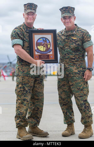 Col. Christopher O'Balle, commanding officer, Marine Light Helicopter Attack Squadron 775(-), Marine Aircraft Group 41, 4th Marine Aircraft Wing, presents a plaque to Sgt. Maj. Craig Carstens, outgoing sergeant major, HMLA-775, MAG-41, 4th MAW, during the relief and appointment ceremony on Marine Corps Air Station Camp Pendleton, Calif., May 24, 2018. Carstens served with HLMA-775 from Oct. 2016 to May 2018 as the squadron sergeant major. (U.S. Marine Corps photo by Kerstin Roberts) - Stock Photo