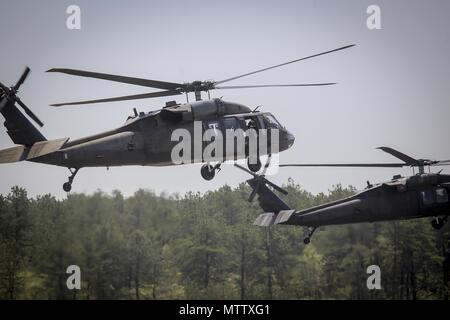 New Jersey Army National Guard UH-60L Black Hawk helicopters from the 1st Assault Helicopter Battalion, 150th Aviation Regiment lift off for a flight at Joint Base McGuire-Dix-Lakehurst, N.J. May 15, 2018, May 15, 2018. (U.S. Air National Guard photo by Master Sgt. Matt Hecht). () - Stock Photo