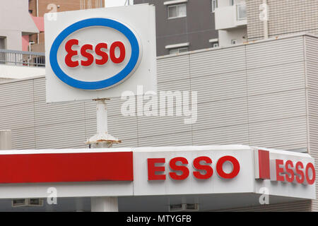 Signboards of Esso on display at its gas station in Tokyo on May 31, 2018, Japan. The average price of a liter of gasoline rose to 151 Yen (on Monday), the highest level since December 2014 according to Japan's Agency for Natural Resources and Energy. The average price topped this at 153 Yen per liter on Thursday and is expected to rise further. Credit: Rodrigo Reyes Marin/AFLO/Alamy Live News - Stock Photo