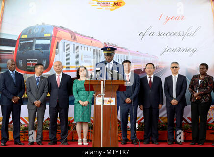 Nairobi, Kenya. 31st May, 2018. Atanas Maina (C), Managing Director of Kenya Railways Corporation, delivers a speech at a ceremony marking the first anniversary of the Standard Gauge Railway (SGR) passenger train service in Nairobi, Kenya, on May 31, 2018. Kenya on Thursday marked the first anniversary since the launch of the Standard Gauge Railway passenger train service amid smooth operations that has endeared it to regular travelers, entrepreneurs and tourists. Credit: Wang Teng/Xinhua/Alamy Live News - Stock Photo