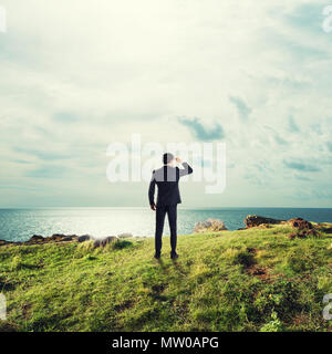Businessman searchs for new business opportunities - Stock Photo
