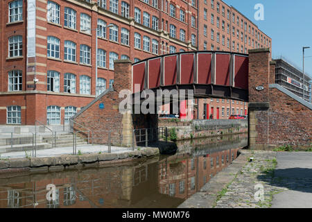The Kitty Footbridge passing over the Rochdale Canal in the Ancoats area of Manchester, UK. - Stock Photo