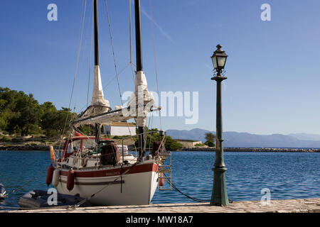 'Freelance' an unusual Freedom 30, Gaios harbour, Paxos, Greece - Stock Photo