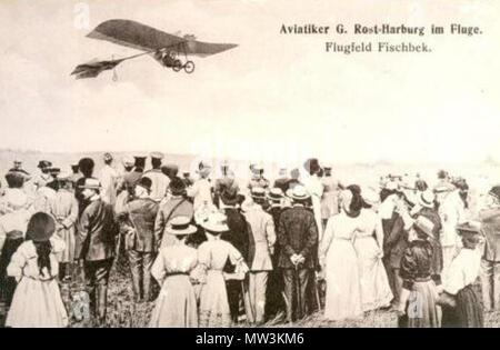 . Deutsch: Flugpionier Gottlieb Rost bei einem Flug über das Fluggelände Fischbeker Heide (Postkarte von 1910) . 1910. Unknown 250 Gottlieb Fost Fischbek - Stock Photo