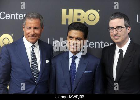 New York City. 29th May, 2018. Richard Plepler, Fareed Zakaria and John Oliver attending the Lincoln Center American Songbook Gala 2018 at the Alice Tully Hall at Lincoln Center on May 29, 2018 in New York City.   Verwendung weltweit Credit: dpa/Alamy Live News - Stock Photo