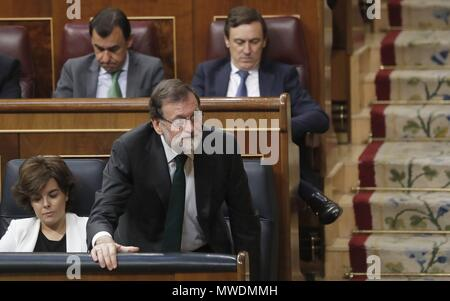Madrid, Spain. 1st June 2018. Spanish Prime Minister, Mariano Rajoy, votes 'No' during the no-confidence motion vote at the Lower House in the Spanish Parliament in Madrid, Spain, 01 June 2018. Leader of Spanish Workers' Socialist Party (PSOE), Pedro Sanchez, has won the vote to unseat Rajoy as Prime Minister in the first successful no-confidence vote in the Spanish democracy with 180 'yes' votes. Credit: EFE News Agency/Alamy Live News - Stock Photo