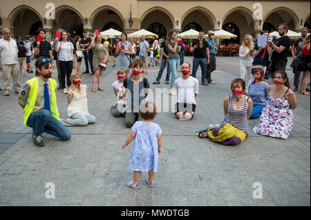 Krakow, Poland. 1st June, 2018. A child looks to the protestors as they demand the release of the Ukrainian filmmaker and writer, Oleg Sentsov at the Main Square in Krakow.Oleg Sentsov was sentenced by a Russian court on 25 August 2015 to 20 years for planning a terrorist attack at the Crimea peninsula annexed by Russia in April 2014. Credit: Omar Marques/SOPA Images/ZUMA Wire/Alamy Live News - Stock Photo