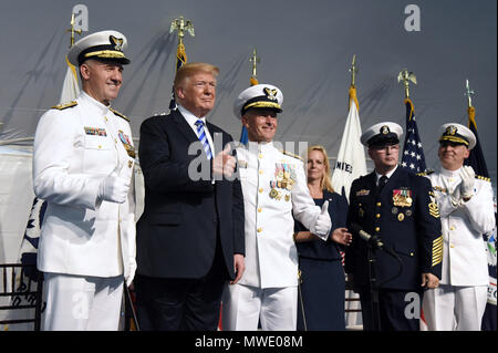 Washington, USA. 1st June 2018. U.S. President Donald Trump participates in the U.S. Coast Guard Change-of-Command Ceremony as Adm. Paul F. Zukunft (3-L) is relieved by Adm. Karl L. Schultz (L) as commandant.on June 1, 2018 at the U.S. Coast Guard Headquarters in Washington, DC. Credit: Olivier Douliery/Pool via CNP | usage worldwide Credit: dpa picture alliance/Alamy Live News - Stock Photo