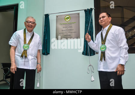 Quezon City, Philippines. 31st May, 2018. Representative, 4th district, Quezon City, Congressman Feliciano Belmonte, Jr. (left) and PDEA Director General Aaron N. Aquino (right) during the unveiling ceremony. Credit: Robert Oswald Alfiler/Pacific Press/Alamy Live News - Stock Photo