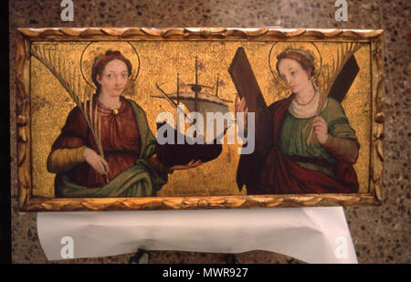 . English: Gothic altarpiece with Saints Madrona (left) and Eulalia (right), from a Barcelona painter of 16th century. 16th century. Anonymous Catalan 543 Santa madronaRetaule - Stock Photo