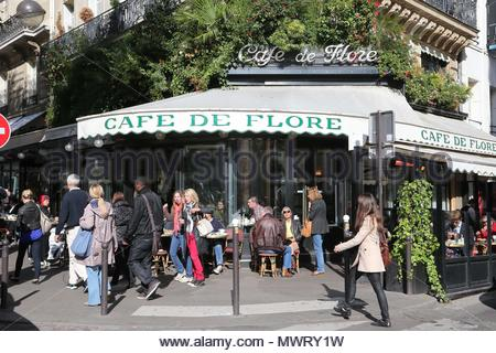 'Cafe de Flore'. Kate Moss and the famous photographer Mario Testino leaving the 'Cafe de Flore' in Saint Germain des Pres after the Stella McCartney fashion show in Paris. - Stock Photo