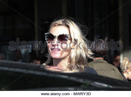 Kate Moss. Kate Moss and the famous photographer Mario Testino leaving the 'Cafe de Flore' in Saint Germain des Pres after the Stella McCartney fashion show in Paris. - Stock Photo
