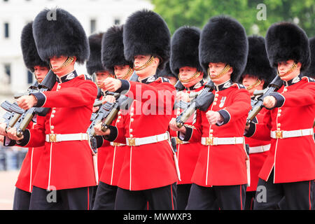 London, UK. 2nd June 2018. Londoners and tourists enjoy watching the procession and display of pageantry by troops from the Household Division at The Colonel's Review of Trooping the Colour on the Mall in Westminster. The Colonel's Review is the second and final full public rehearsal of Trooping the Colour, one week before the Queen's Birthday Parade. It takes place along The Mall and at Horse Guards Parade. Credit: Imageplotter News and Sports/Alamy Live News - Stock Photo