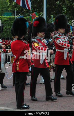 London, UK. 2nd June 2018.  The troops delighted the thousands of tourist at the Mall today with their full rehearsal for next week Trooping the Colour,,security was as tight as it will be for next week when  all the British pomp will on display along the Mall in London@Paul Quezada-Neiman/Alamy Live News - Stock Photo