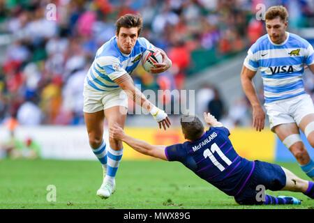 London, UK. 2nd Jun, 2018. Luciano Gonzalez was tackled during HSBC World Rugby Sevens Series London: Scotland vs Argentina at Twickenham Stadium on Saturday, 02 June 2018. ENGLAND, LONDON. Credit: Taka G Wu Credit: Taka Wu/Alamy Live News - Stock Photo