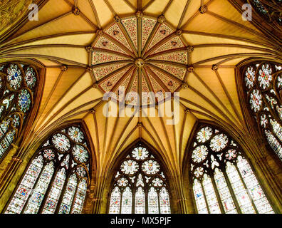 London, UK. 16th May, 2018. Palace of Westminster Credit: Alexandr Gusev/Pacific Press/Alamy Live News - Stock Photo