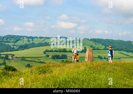 Batheaston, Somerset, UK weather. 3rd June 2018. People walking up and on top of Little Solsbury Hill on a warm, sunny, summer morning in the west of England. Credit: Richard Wayman/Alamy Live News - Stock Photo