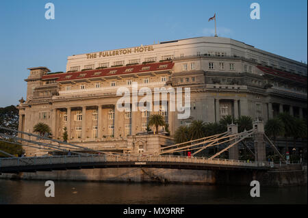 15.03.2018, Singapore, Republic of Singapore, Asia - A view of The Fullerton Hotel along the Singapore River in the lion city's downtown core. - Stock Photo