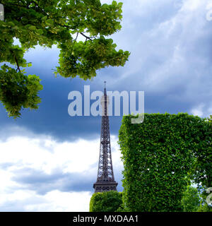 Paris  7ᵉ arrondissement. View of the eiffel tower from the Champ de Mars. France - Stock Photo