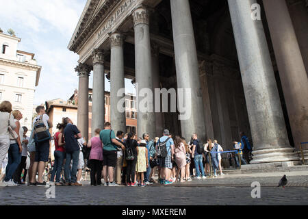 Rome Pantheon, Piazza della Rotonda tourists on row to the entrance,  visiting Rome - Stock Photo