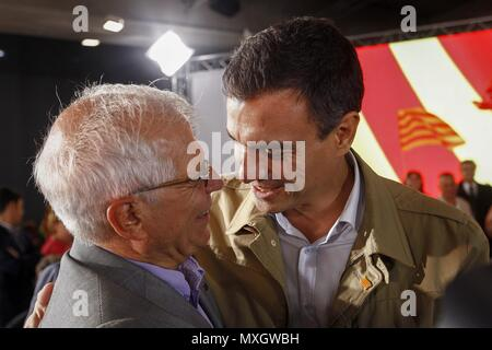 Barcelona, Spain. 04th June, 2018. (FILES) File photo dated on 10 September 2015 of formerEuropean Parliament's President Josep Borrell (L) greeting Spanish Socialist Party's leader, Pedro Sanchez, during an election campaign event for Catalan regional election in Barcelona, Spain. Borrell will be the next Spanish Foreign Affairs Minister, it was announced by Spanish Socialist Party's sources on 04 June 2018. Credit: Quique Garcia/EFE/Alamy Live News - Stock Photo